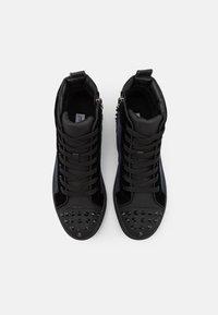 Steve Madden - CORDZ - Sneakersy wysokie - navy/multicolor - 3