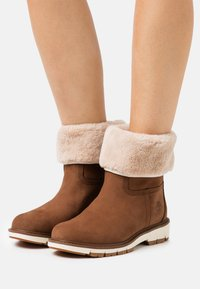 Timberland - LUCIA PULL ON WP - Winter boots - rust - 0