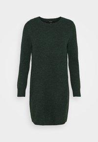 Vero Moda Petite - VMDOFFY O NECK DRESS PETIT - Pletené šaty - pine grove - 0
