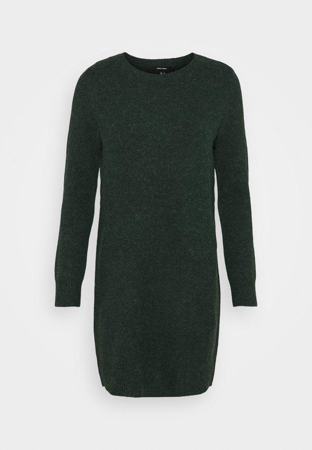 VMDOFFY O NECK DRESS PETIT - Strikket kjole - pine grove