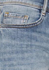 TOM TAILOR - ALEXA BERMUDA - Jeans Short / cowboy shorts - random bleached blue denim - 2