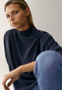 Massimo Dutti - MIT STEHKRAGEN - Long sleeved top - dark blue - 4