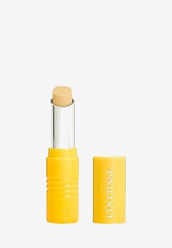 FRUITY BALM PERFECTOR - Lip balm - -