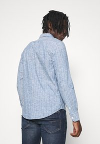 Lee - LEESURE SHIRT - Skjorta - washed blue - 2