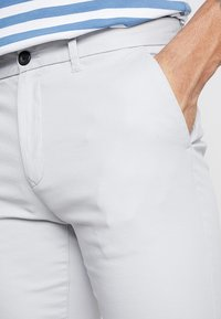 Burton Menswear London - NEW CASUAL - Shorts - light grey - 3