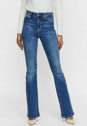 VMSIGA  - Flared jeans - medium blue denim