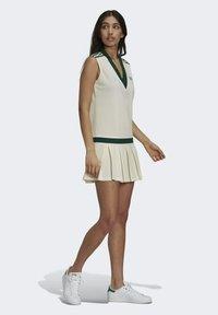 adidas Originals - TENNIS LUXE DRESS ORIGINALS - Blousejurk - off white - 3