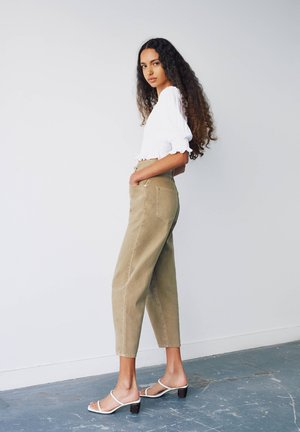 Straight leg jeans - light brown