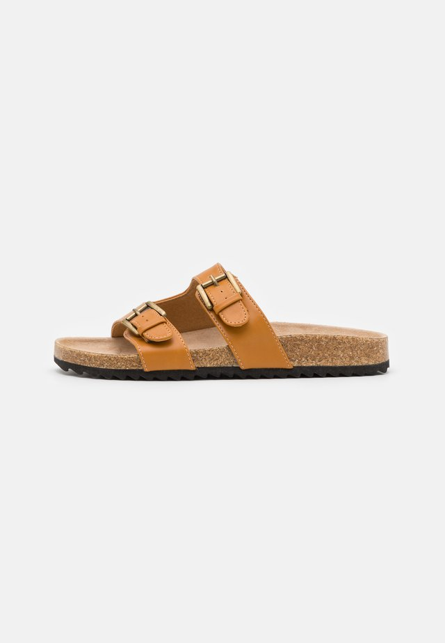 CUT OUT BUCKLE SLIDER - Mules - tan