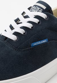 Jack & Jones - JFWMORK - Sneakersy niskie - navy blazer - 5