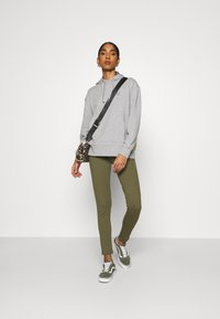 Even&Odd - ZIP PUNTO LEGGINGS - Leggings - Trousers - dark green - 1