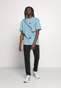 Nike Sportswear - Print T-shirt - light blue - 1