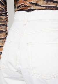 Topshop - ROLL HEM MOM - Denim shorts - white - 4