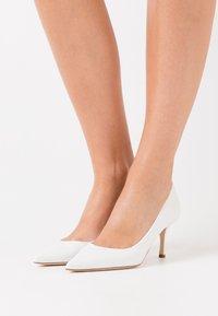 WEEKEND MaxMara - ORIETTA - Classic heels - weiß - 0