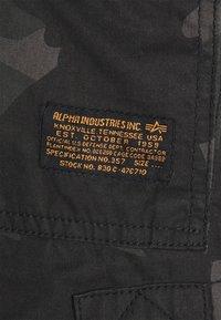 Alpha Industries - JET CAMO - Shorts - black - 6