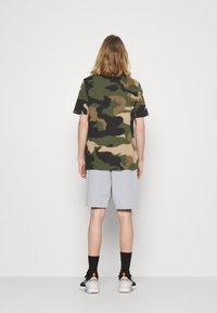 adidas Originals - ABSTRACT SHORT R.Y.V. ORIGINALS SHORTS - Shorts - halo silver - 2