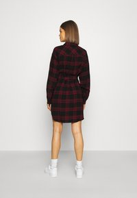 Tommy Jeans - DRESS - Blousejurk - deep crimson/black - 2