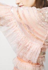 Needle & Thread - ARIANA SEQUIN GOWN - Festklänning - seashell - 5