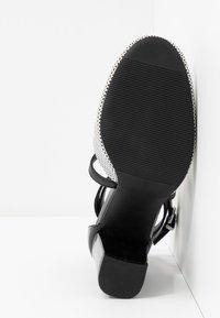 Wallis - CURTIS - High heels - black/white - 6