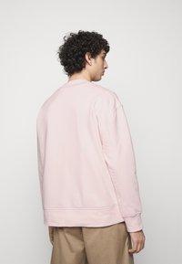 Neil Barrett - RELENTLESS SPORT BOLTS - Mikina - pink/cabernet - 2