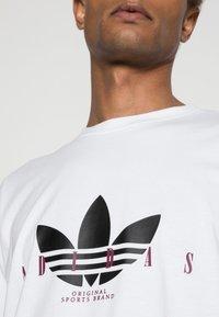 adidas Originals - TREFOIL SCRIPT - Print T-shirt - white - 4