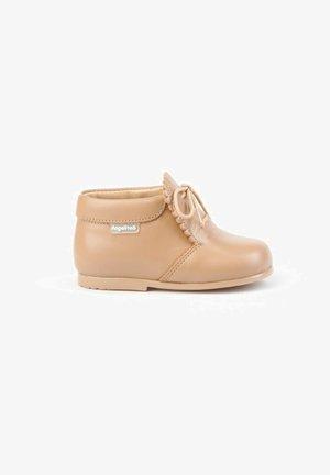 Zapatos de bebé - camel