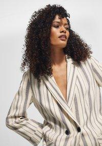 comma casual identity - RETRO - Short coat - white woven stripes - 3