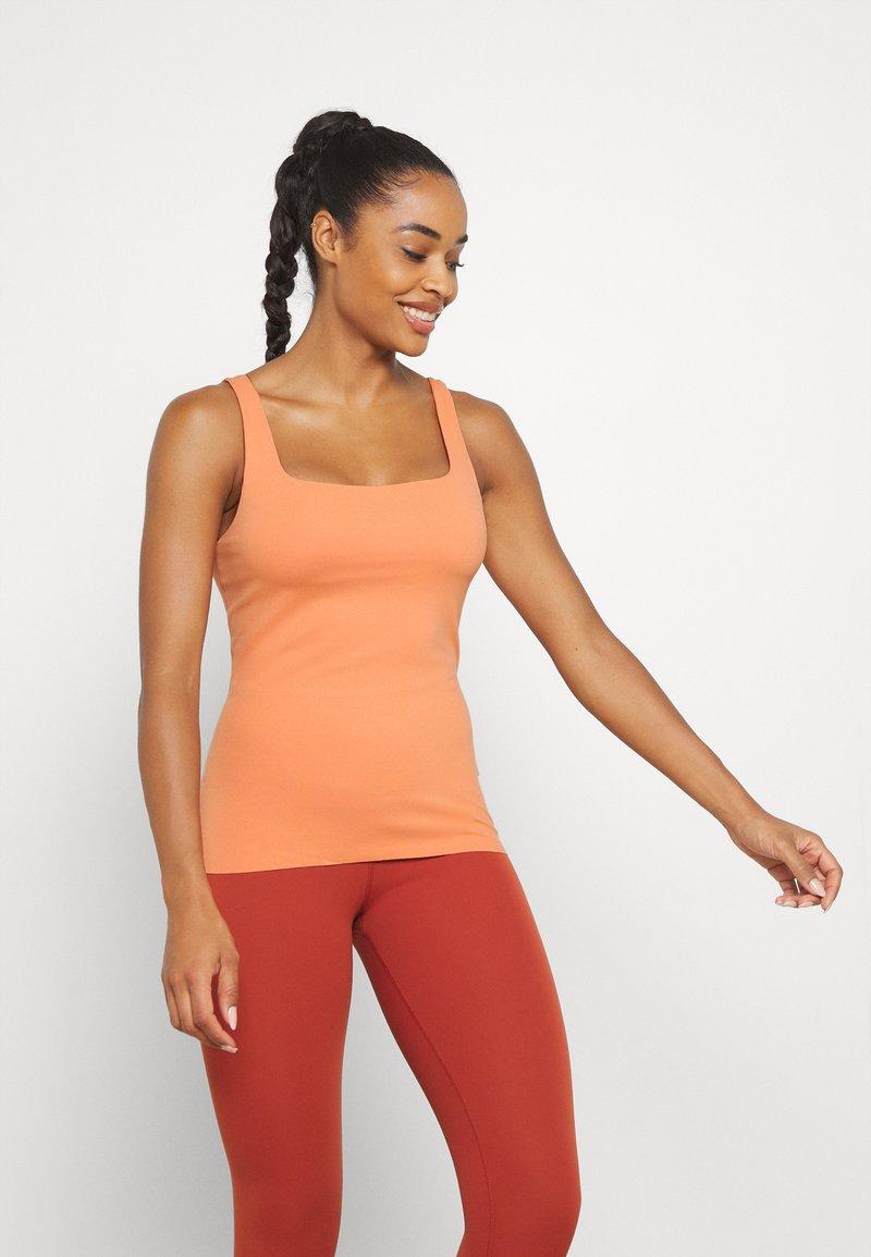 Nike Performance - THE YOGA LUXE TANK - Top - healing orange/apricot agate