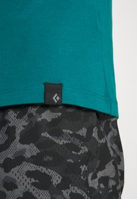 Black Diamond - STACKED LOGO TEE - T-shirts med print - teal - 5