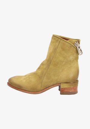Cowboy/biker ankle boot - detox