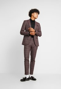 Burton Menswear London - MAUVE POW - Giacca elegante - burgundy - 1