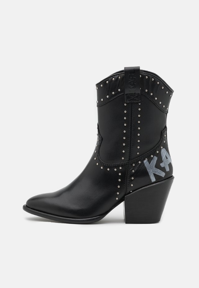 KAVALIER STUD MIDI PULL ON - Botines camperos - black