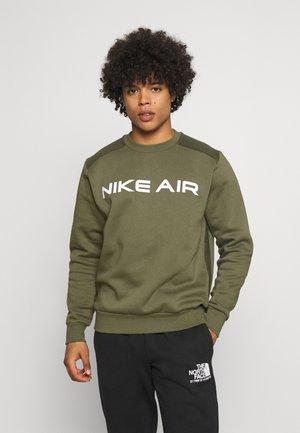 AIR CREW - Bluza - medium olive/cargo khaki/white