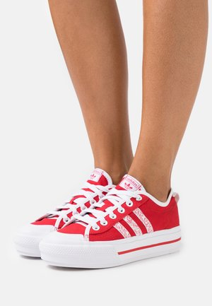 NIZZA PLATFORM  - Baskets basses - scarlet/footwear white/core black