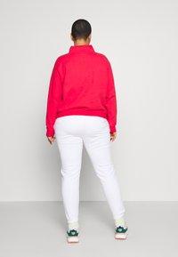 Levi's® Plus - LOGO - Collegepaita - brilliant red - 2