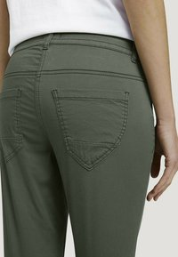 TOM TAILOR - Chinos - grape leaf green - 4