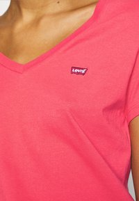 Levi's® - PERFECT V NECK - T-shirt basic - poppy red - 5