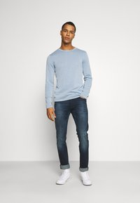 Jack & Jones - JJELEO  - Svetr - faded denim - 1