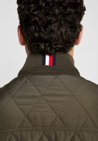 Tommy Hilfiger - DIAMOND QUILTED BOMBER - Light jacket - green - 5