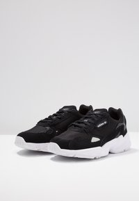 adidas Originals - FALCON - Sneakers laag - core black/footwear white - 4