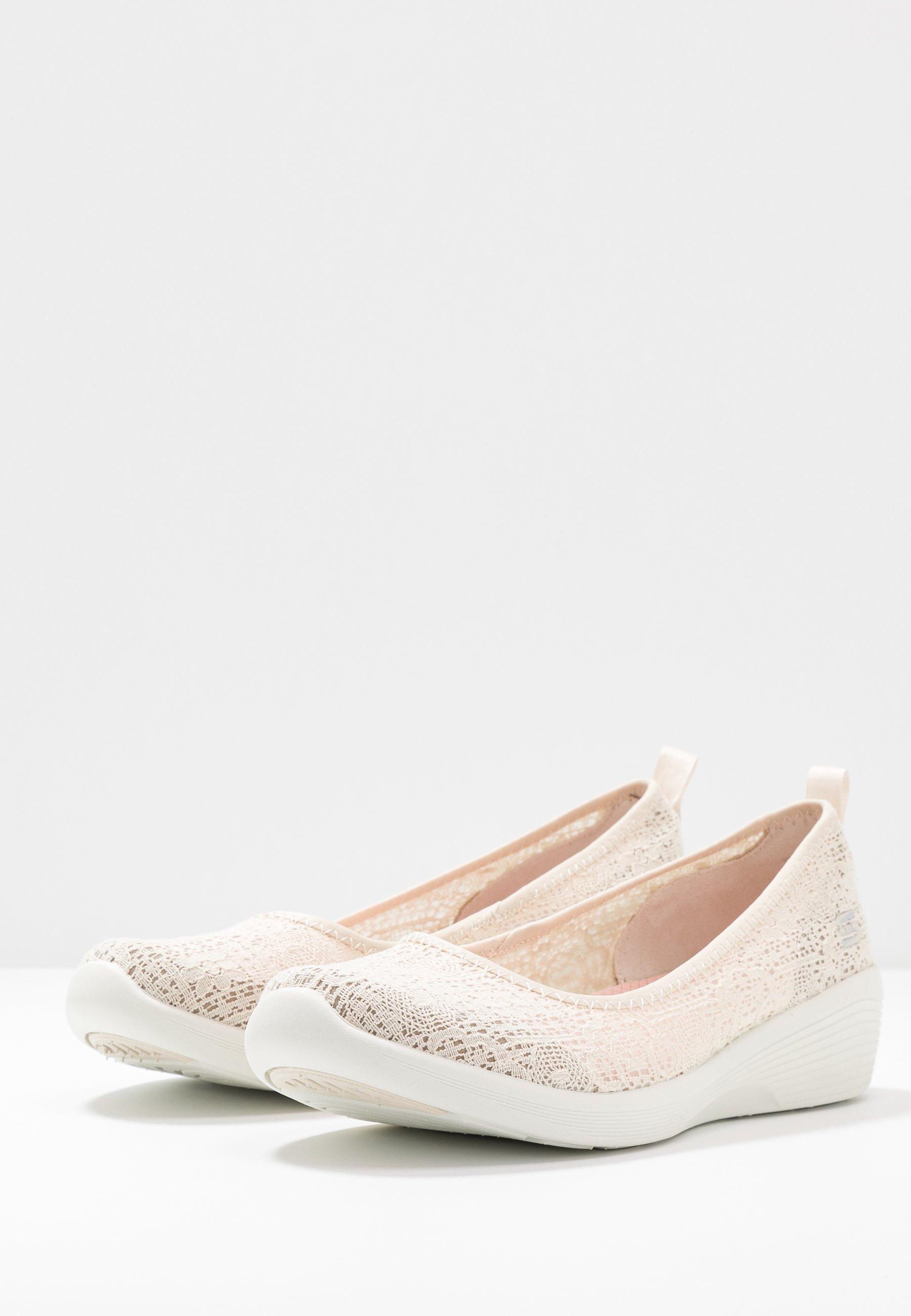 Skechers ARYA Klassischer Ballerina natural/offwhite/beige