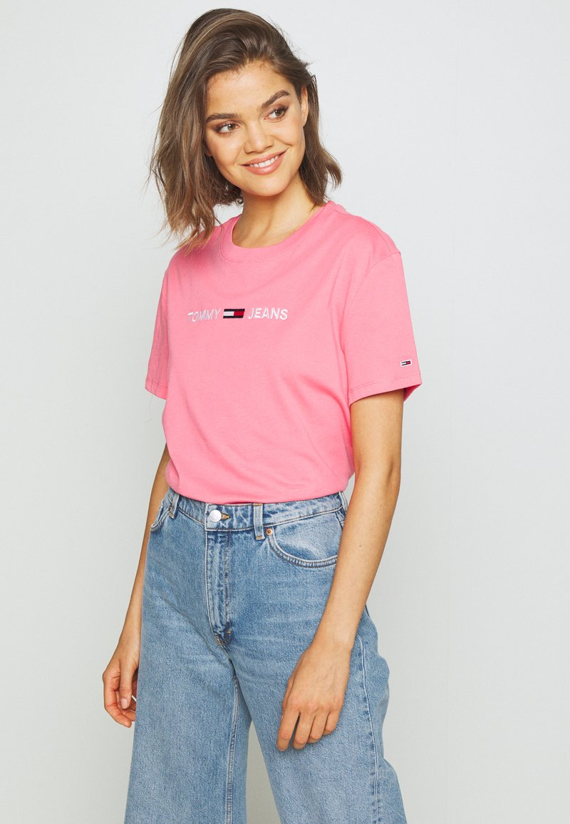 Tommy Jeans - MODERN LINEAR LOGO TEE - T-shirts med print - pink