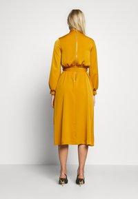 Closet - CLOSET HIGH NECK MIDI DRESS - Day dress - mustard - 2