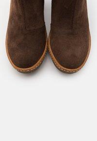 El Naturalista - HAYA - High heeled boots - brown - 5