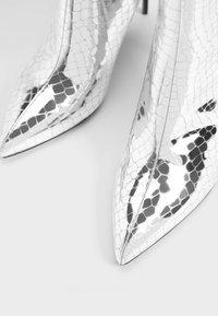 Bershka - Enkellaarsjes met hoge hak - silver - 5