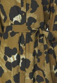 Vero Moda - VMGREETA DRESS - Košilové šaty - beech/greeta - 5