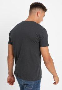 Diesel - UMLT-JAKE - Camiseta estampada - 0darx - 2
