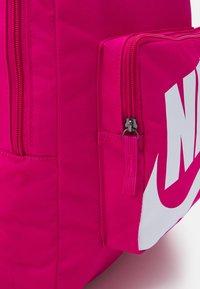 Nike Sportswear - CLASSIC  - Batoh - fireberry/white - 3