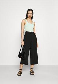Even&Odd - Wide cropped leg pants - Bukse - black - 1