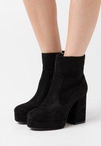 mtng - NEW  - Kotníková obuv na vysokém podpatku - black - 0
